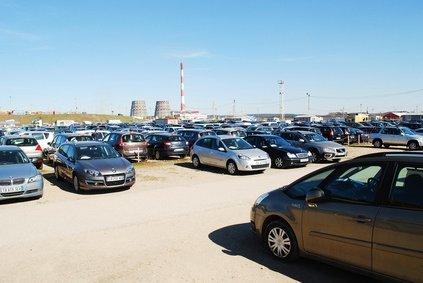 たくさん並んでいう車