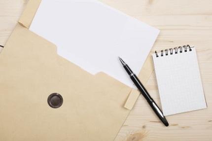 茶封筒と書類