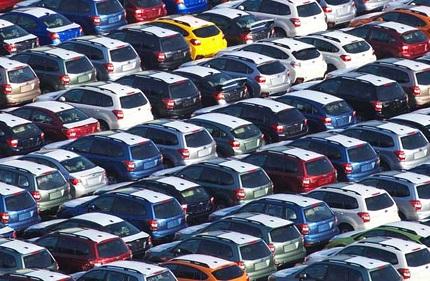 たくさん並んだ車