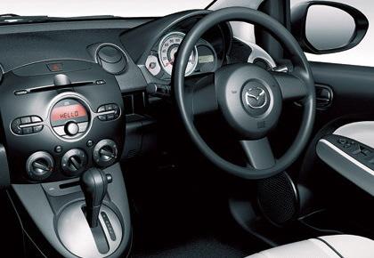 デミオの運転席