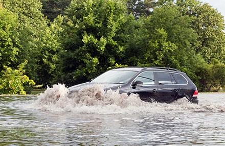 水の中を走る車