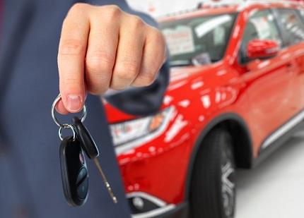 赤い車と車のカギ