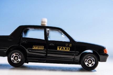 黒色のタクシー