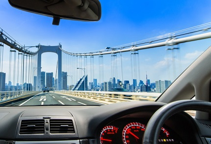 運転席から見えるレインボーブリッジ