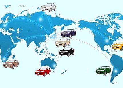 世界地図と車のイラスト