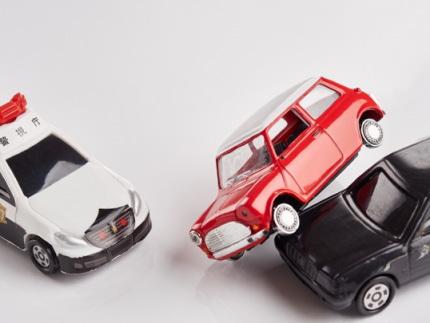車の事故とパトカー