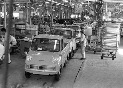 軽トラック製造工場