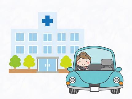 病院と車に乗る女性