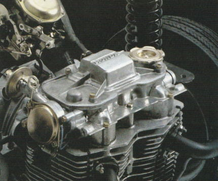SOHCの空冷2気筒エンジン